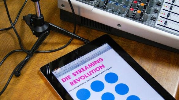 Fließendes Buch über die Streaming-Revolution Hangout On Air