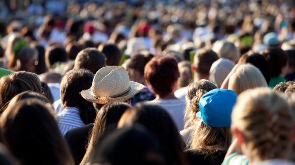 Community Management: Warum Unternehmen in die eigene Community statt in Facebook investieren sollten. Smarter Service Talk mit Brian Kling.